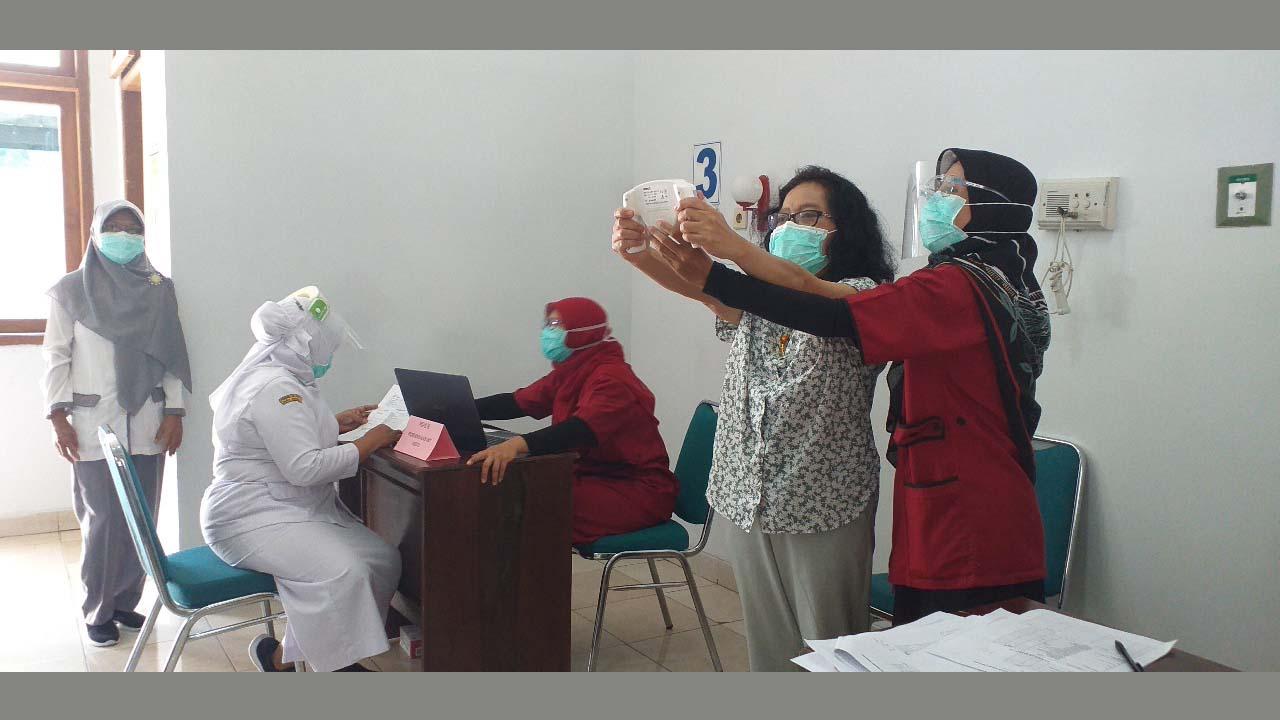 Karyawan RSUD Berusia Di Atas 40 Tahun Mengikuti Posbindu PTM